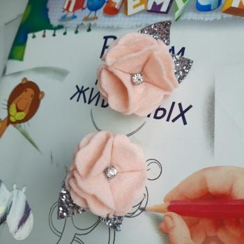 Резинки фетр персиковый цветок