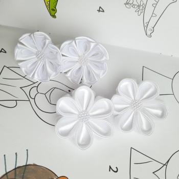 Белые резинки цветы